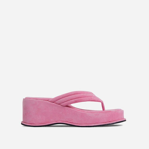 Flex Thong Strap Flatform Sandal In Pink Faux Suede