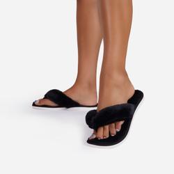 Snuggy Fluffy Thong Toe Slipper In Black Faux Fur