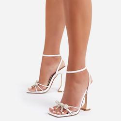 Razz Diamante Bow Detail Square Toe Pyramid Heel In White Faux Leather