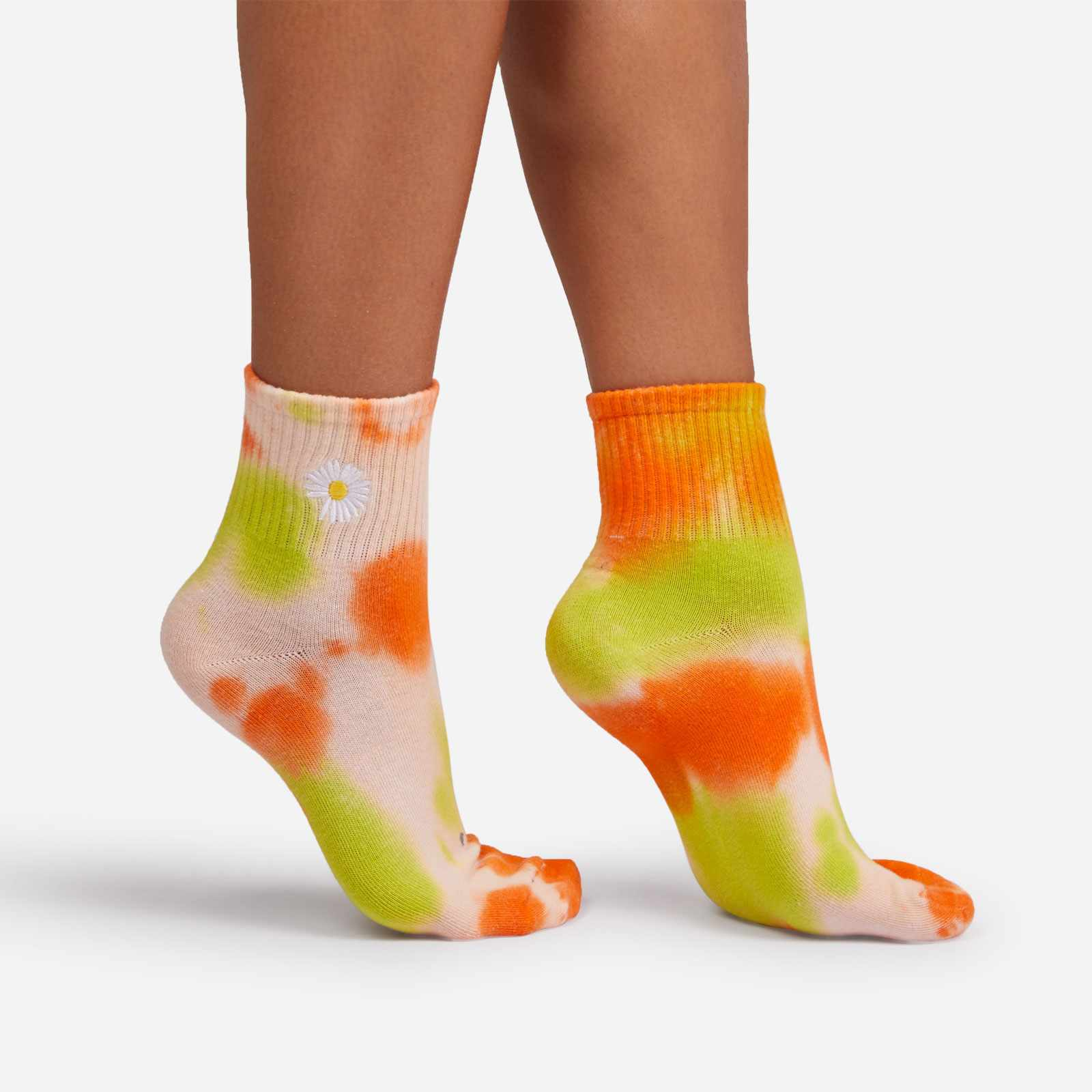 Flower Detail Tie Dye Sport Socks in Green And Orange