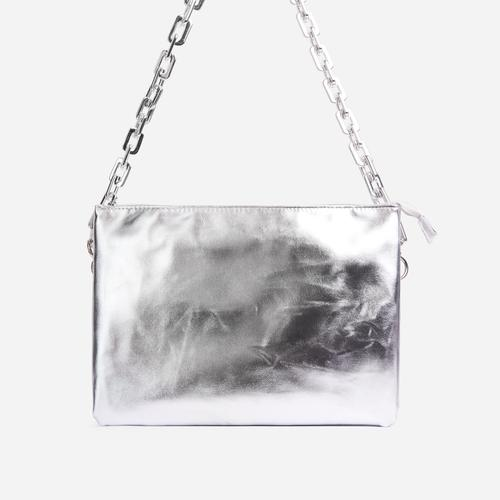 Glossy Multi Pocket Chunky Chain Shoulder Bag In Metallic Silver Faux Leather