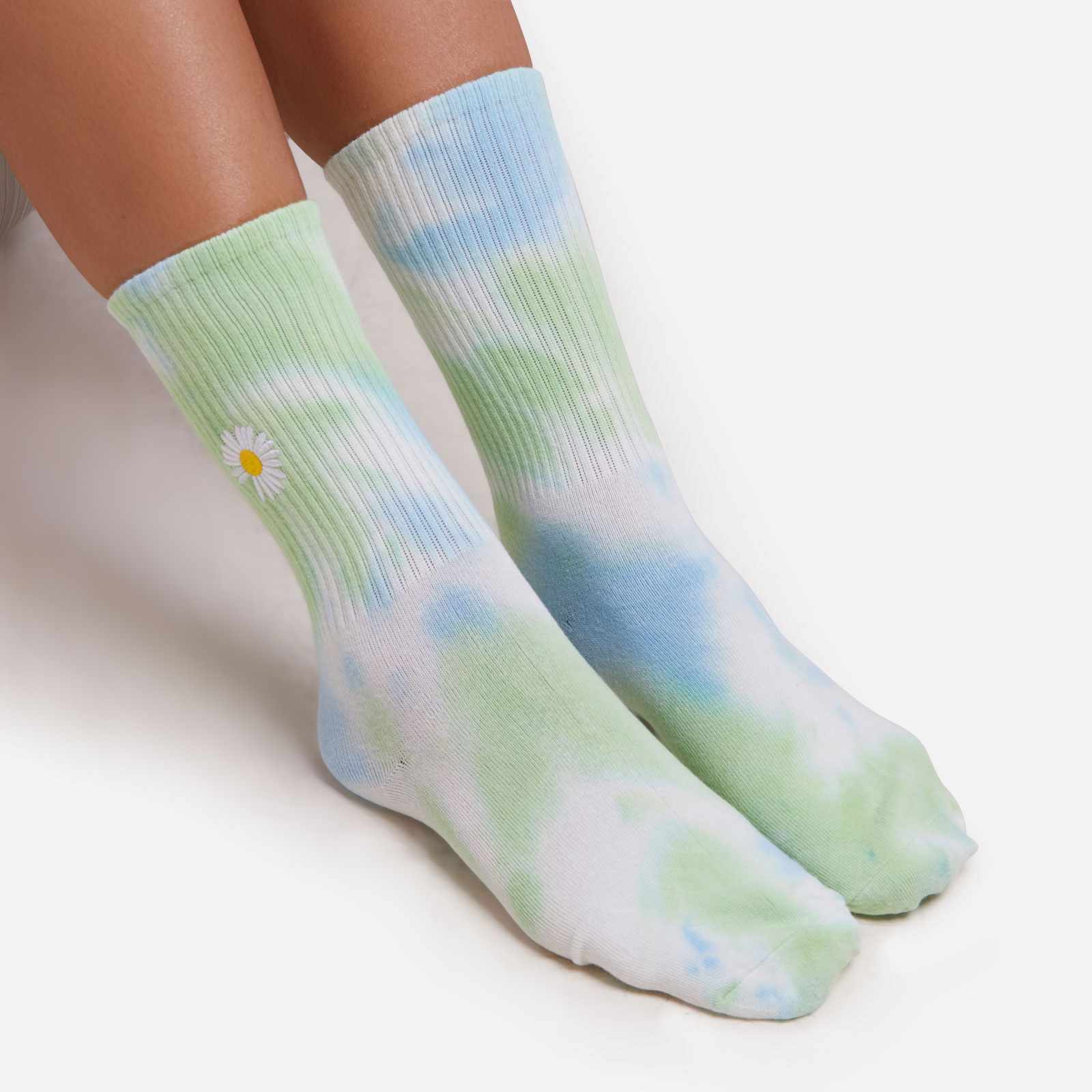 Flower Detail Tie Dye Sport Socks in Blue Multi