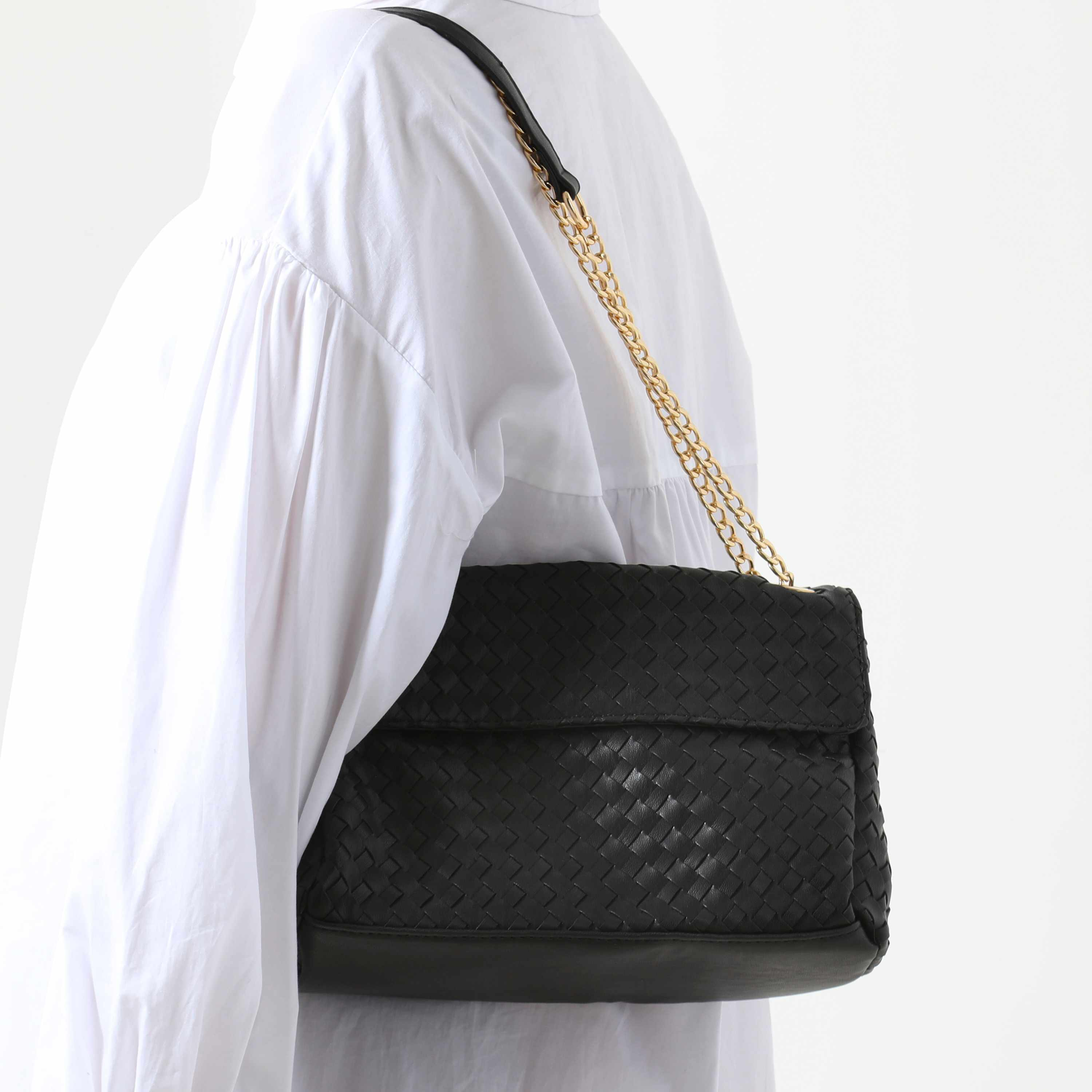 Woven Chain Strap Shoulder Bag In Black Faux Leather