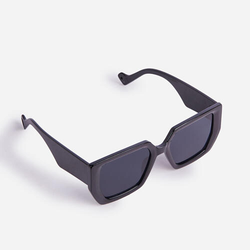 Oversized Shaped Sunglasses In Black